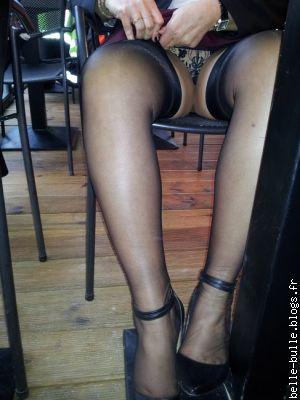 blog salope exhib branlette sous la table